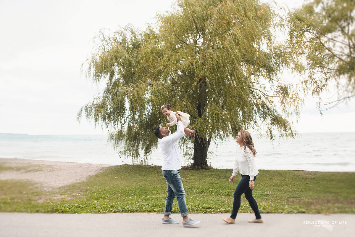 candid-family-photography-at-the-beach-in-grimsby.jpg