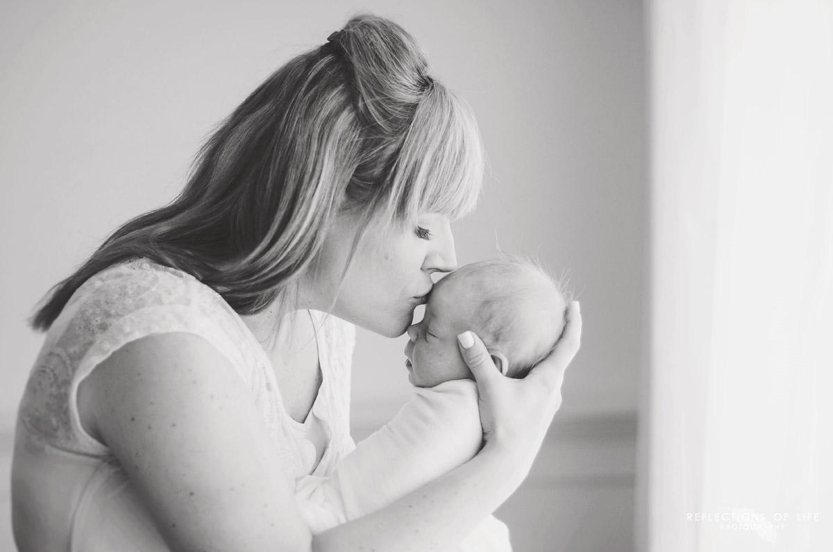 Grimsby ON Newborn Photographer (3).jpg