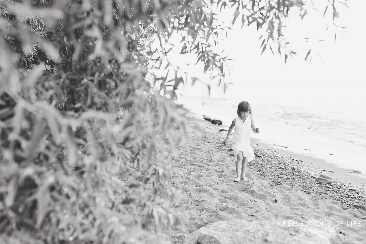 007 Grimsby Ontario Child Photographer little girl on the beach