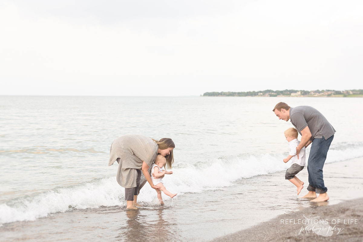 025 Professional Toronto photography of families on the beach