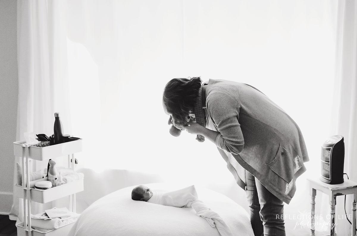 001-Niagara-Newborn-Photography-Behind-The-Scenes-BW.jpg