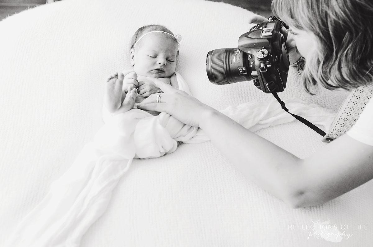 021-Niagara-Newborn-Photography-Behind-The-Scenes-BW.jpg