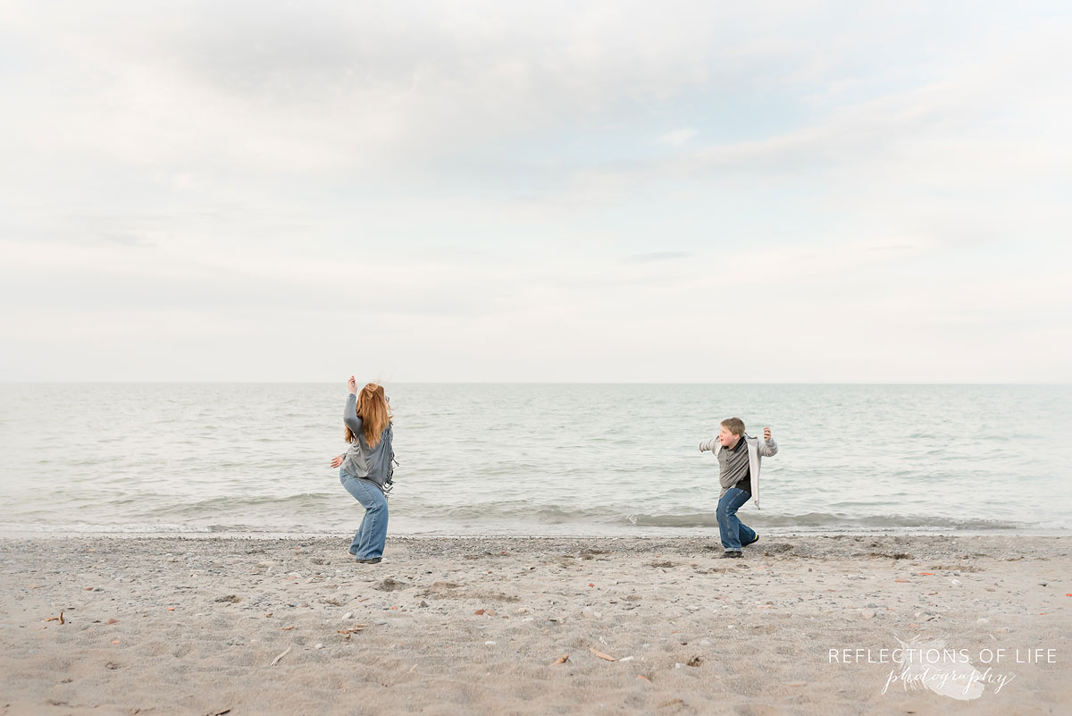 lifestyle sibling beach photography