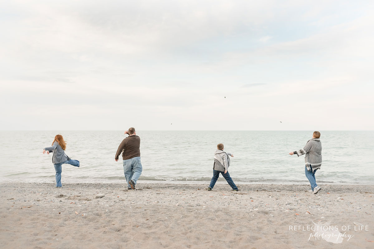 outdoor family beach photos candid.jpg