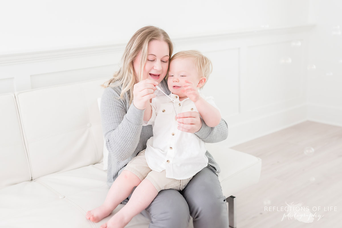Grimsby family photography mother and baby bubbles