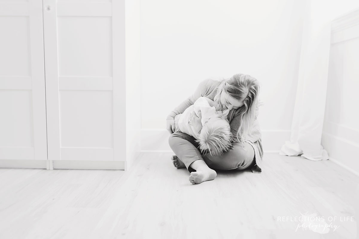 Niagara photo mom and child playing