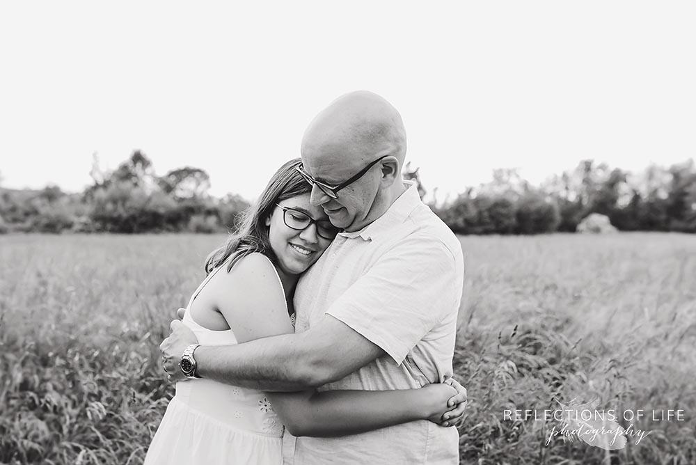 Hugging family photos Niagara Ontario
