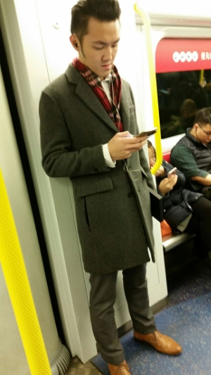 This young man heading home from a day at the office nails a classic professional look