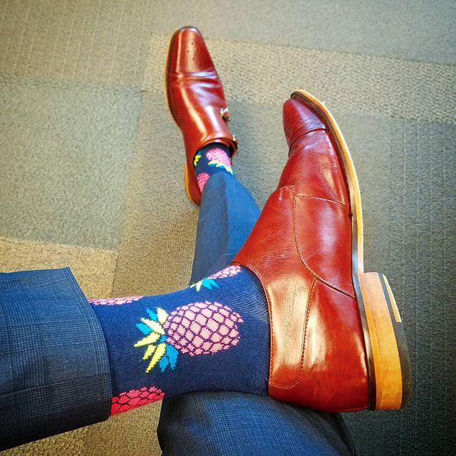 """You've got to go out on a limb sometimes because that's where the fruit is."" 🍍- Will Rogers ---------------------------◇---------------------------- ▪Pineapple socks: @happysocks ▪Double monk strap cap toe shoes: @stacyadamsstyle ---------------------------◇---------------------------- #HappySocks #happinesseverywhere #shoesoftheday #shoegame #dressshoes #shoestagram #socks #sockgame #sockgamestrong #sockswag #socksoftheday #preppy #gq #gqstyle #gqstylehunt #fashionblogger #styleblogger #styletips #fashionformen #styleformen #mensclothing #fashionpost #dailystyle #lookoftheday #instafashion #instastyle #fashionguru #fashiongram #fashionstyle #thehybridgent"