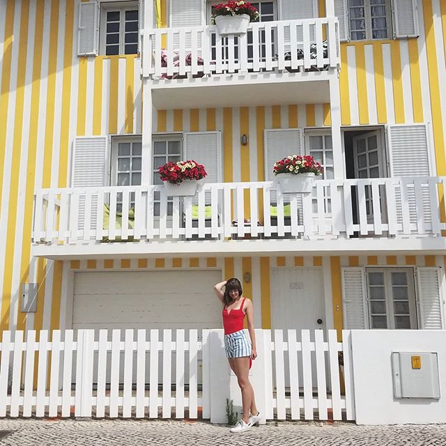I heard stripes are in this season. Time to jump on that trend? • • • • #portugal #costanova #aveiro #costanovabeach #stripes #stripedhouses #beachhouse #portugalbeaches #primarycolors #red #yellow #costanovahouses #vacationmode #stripesonstripes