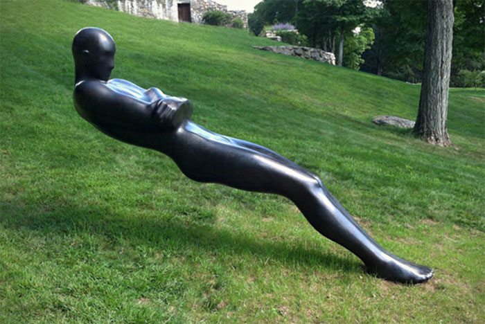 gravity-defying-sculptures-leaning-statue-sculpture-by-emil-alzamora.jpg