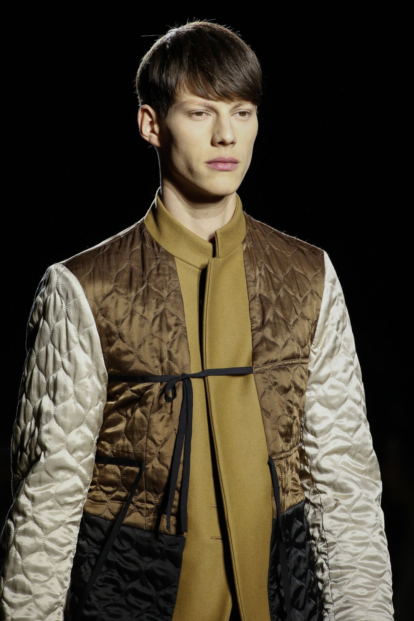 A simple jacket worn on the reserve to reveal a quilted lining which at the same time evokes Japanese military influences