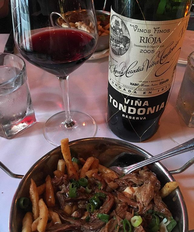 #vinosfinosderioja #vinatondonia #spanishwine #2005redwine  Dark, youthful with a ruby purple colour. A very rustic expressive nose of small black currants, blackberries, black cherries, wild scrubland, herbs and vanilla oak. Flashes of redcurrant dance/lurk in the background.  On the palate the wine again gives off a rustic vibe. It's solidly fruited, very dry with a dense medium body. A well balanced wine with high acidity that holds up the fruits; it's reasonably tannic with dry, dusty medium finish. Old school Rioja and a perfect match with the famous lamb poutine from Quebec.  #cheers #redwine #winelover #wiseonwine #lovewine #foodie #canadiandiner #quebec #wineandfood #redlover 🍷