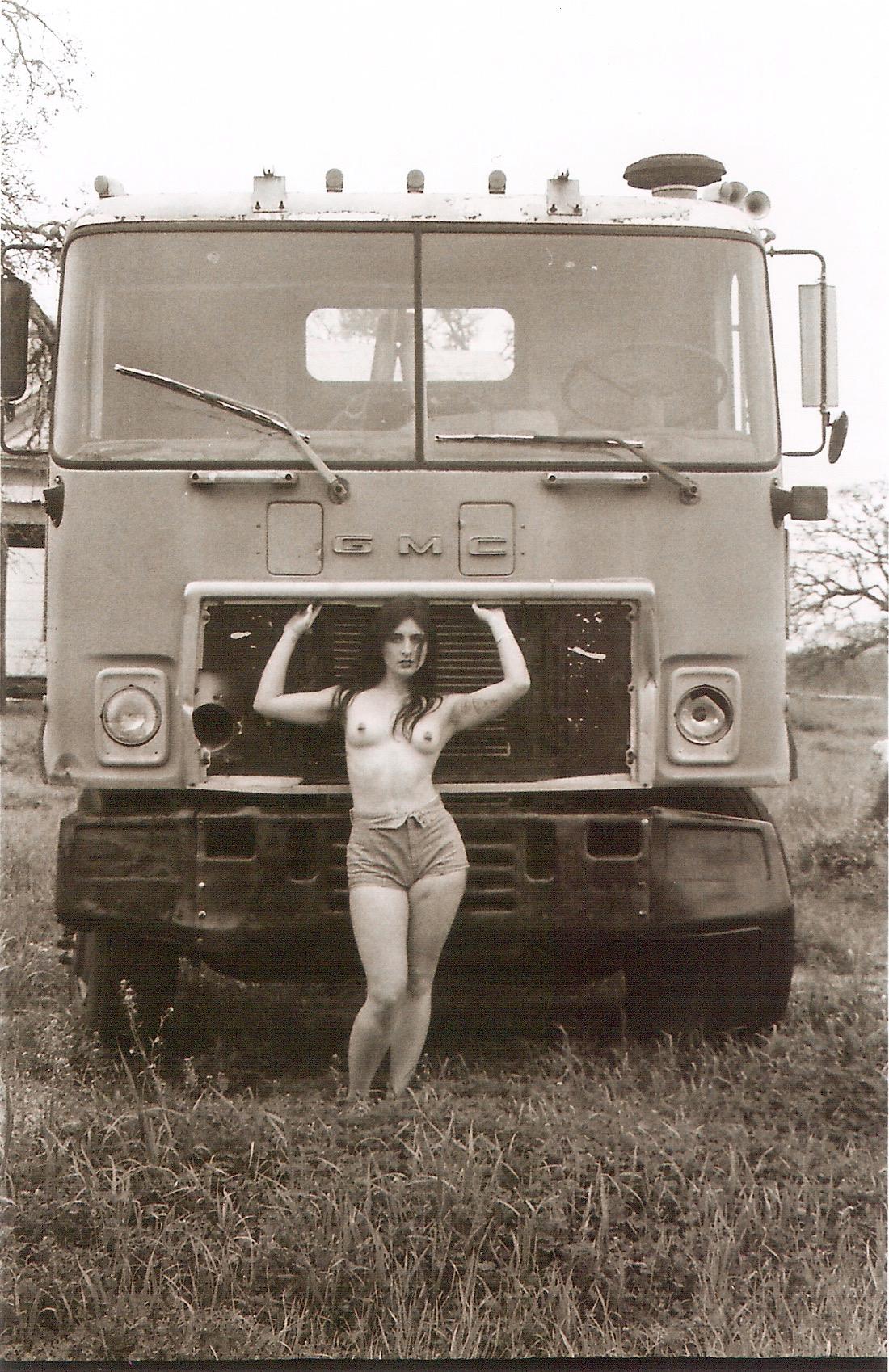 topless-girl-gmc-heavy-duty-truck-black-and-white-film-35mm-film-santana-social-club.jpeg