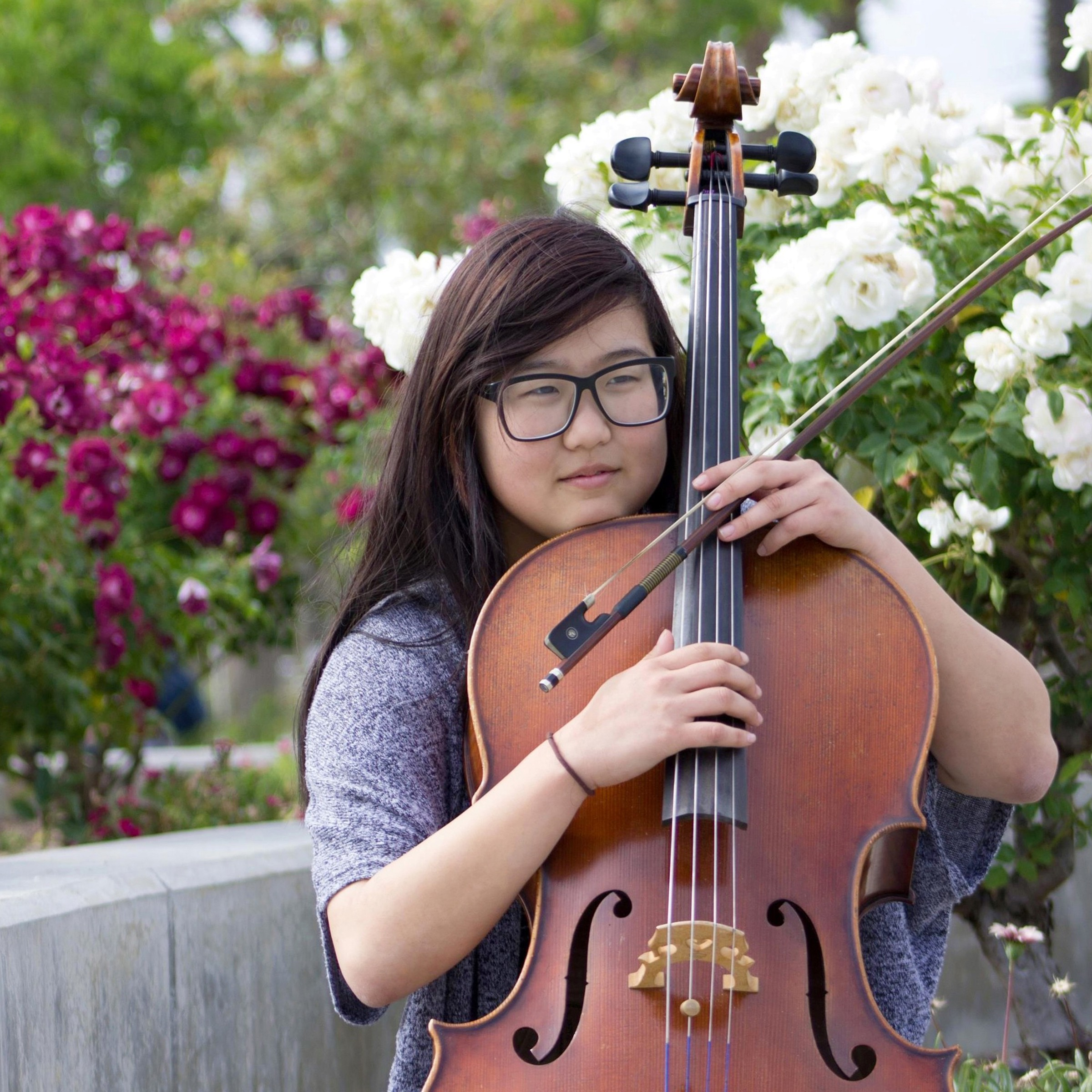 Mona Lee   cello