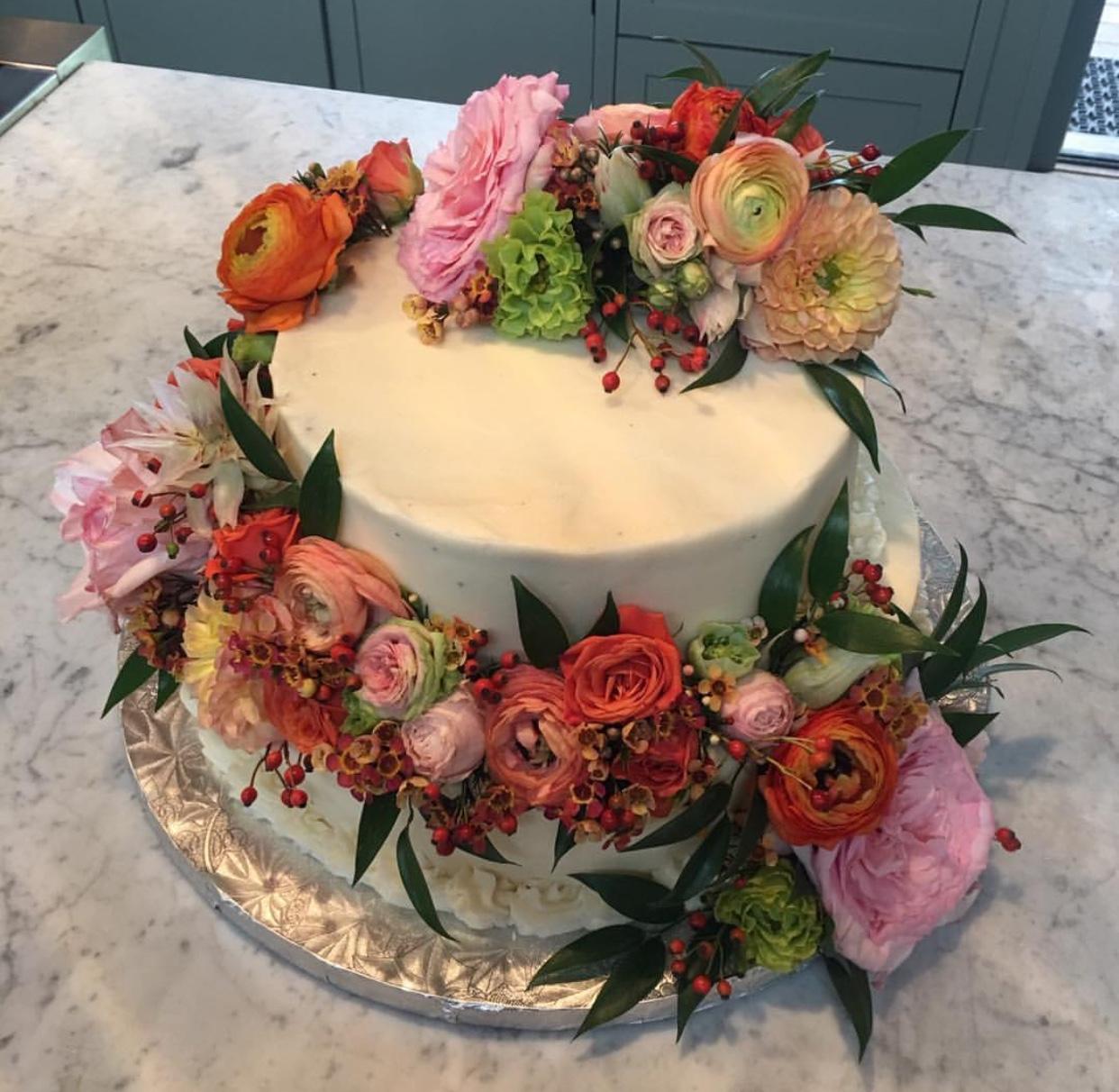44. Floral Cake Decor