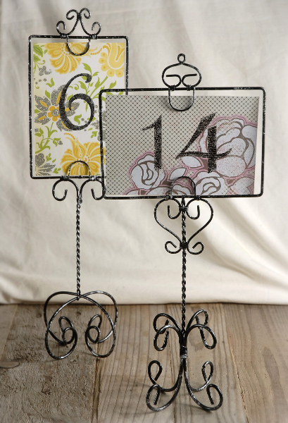 WIRE TABLE STAND $3.50