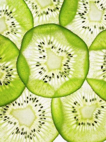 Kiwi seed oil regenerates skin cells and effectively moisturizes and improves skin elasticity, dark marks, dryness and large pores.