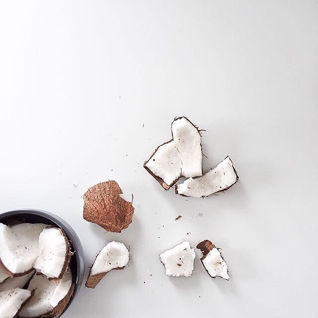 7 Ways to Use Coconut Oil in Your Beauty Routine: ⠀⠀⠀⠀⠀⠀⠀⠀⠀ 1. Dry and Damaged Hair Treatment 2. Makeup Remover 3. Body Scrub 4. Body moisturizer 5. Frizz Tamer 6. Shaving Balm 7. Face Mask