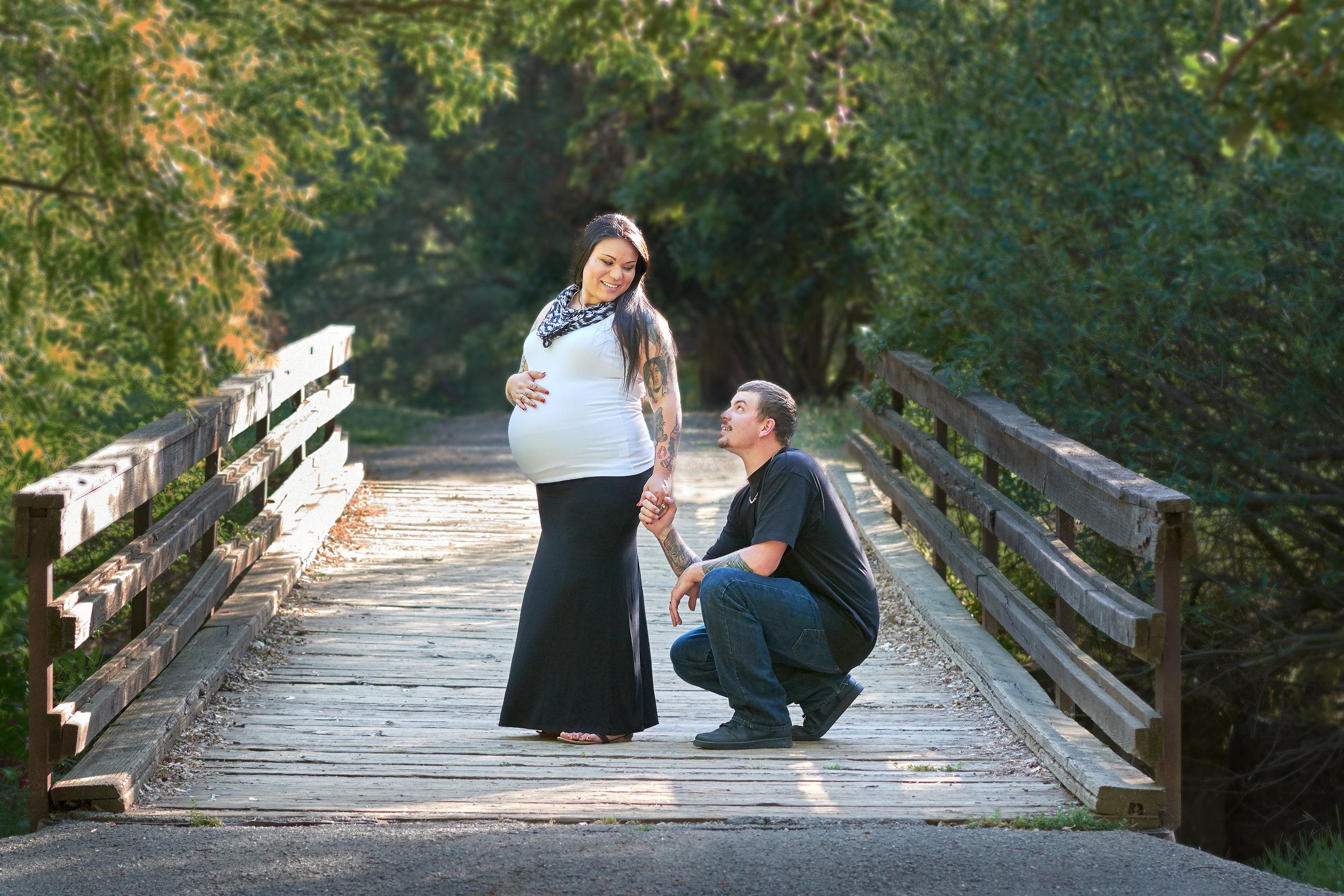 ©2015KrystalCraven-maternity-session-on-bridge