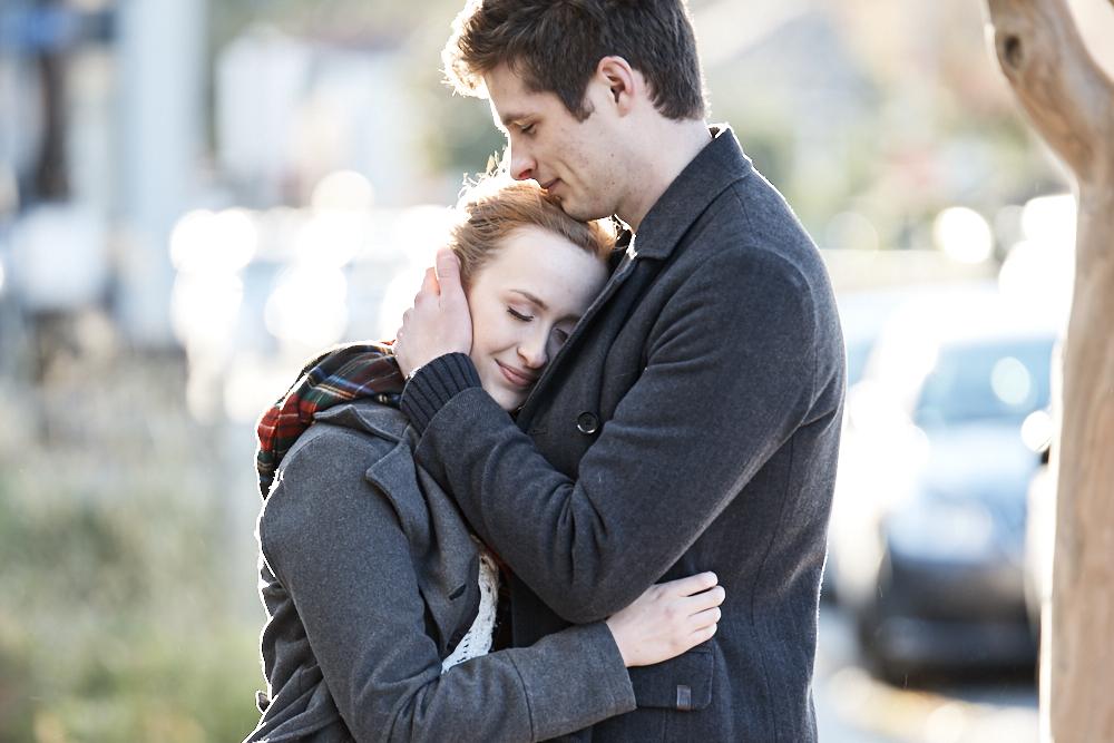 ©2017KrystalCraven-engagement-couple-hug-downtown