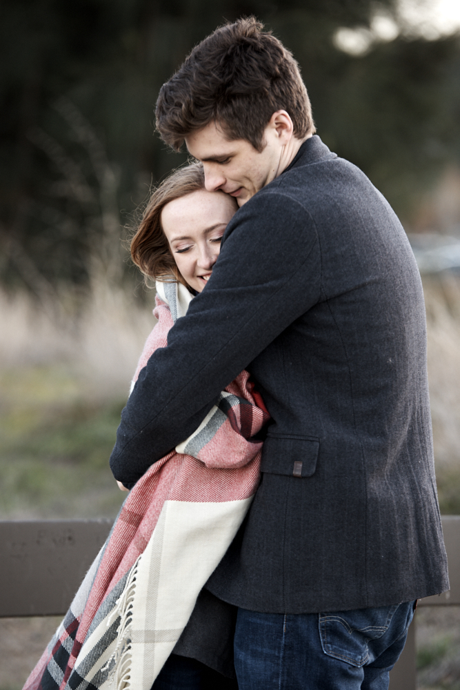 ©2017KrystalCraven-engagement-session-couple-blanket-snuggle