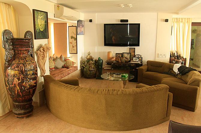 Shakti Kapoors Home Interiors (1).jpg