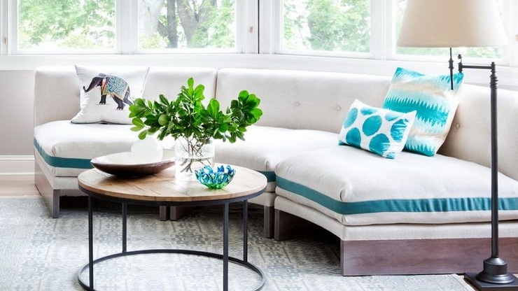 curved-sofa-mixed-palletes-trends-2018.jpg