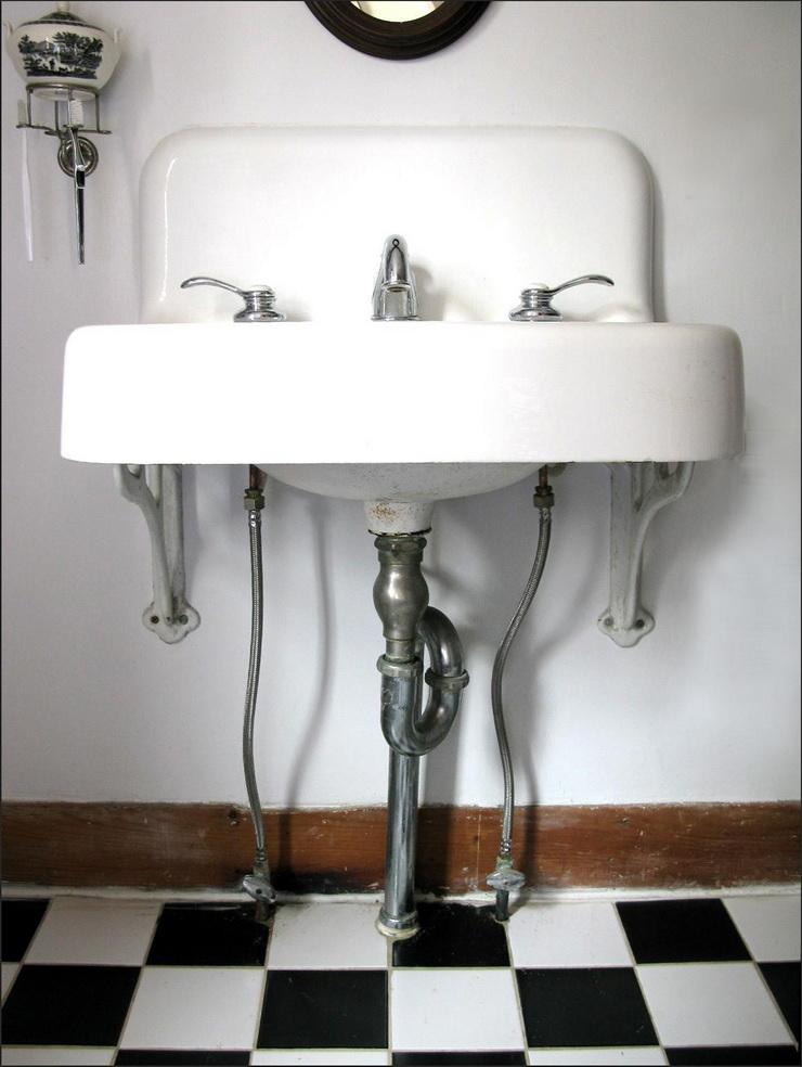 Creative Ways To Utilise Under-Sink Areas (1).jpg