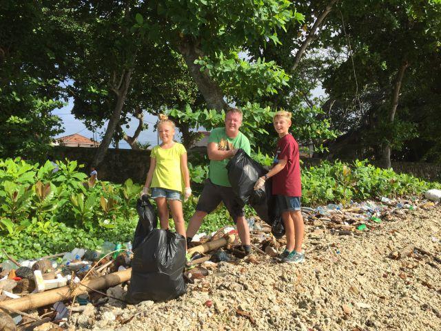 The_great_Galle_beach_cleanup_Jorn_Isak_Eva