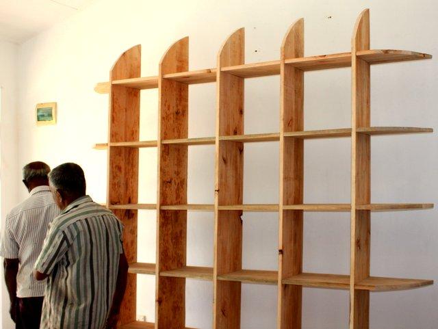 Carpenters_creationg_wooden_shelf