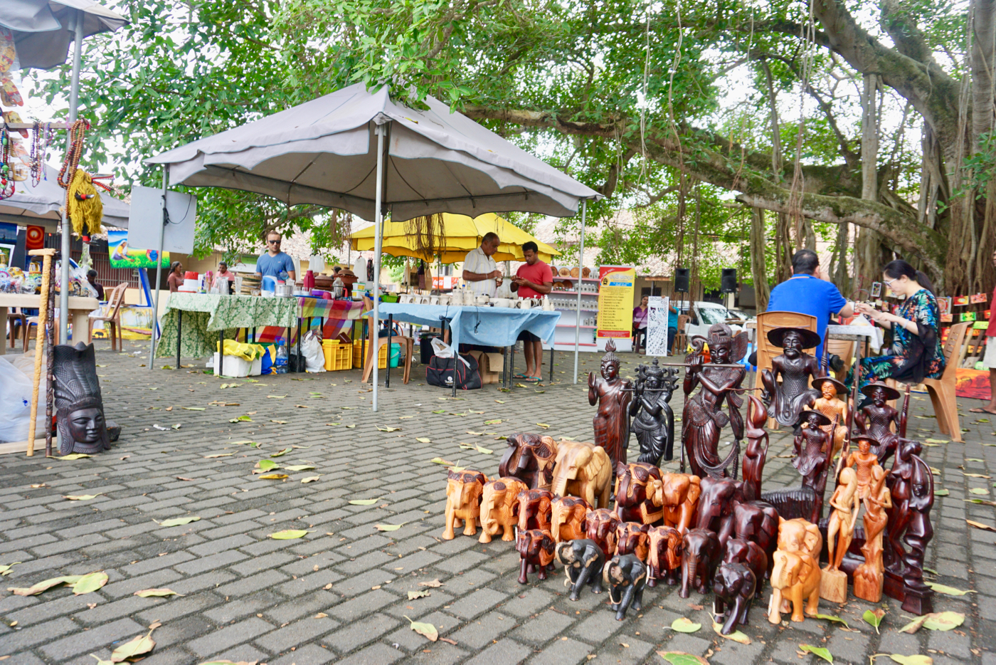 Galle Fort Market crafts.jpg