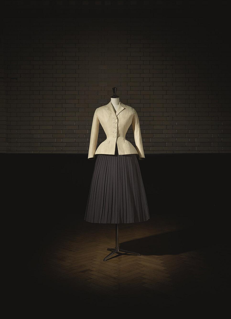 Christian Dior (1905–57), Bar Suit, Haute Couture, SpringSummer 1947, Corolle Line.  Photo (c) Laziz Hamani. Victoria and Albert Museum, London