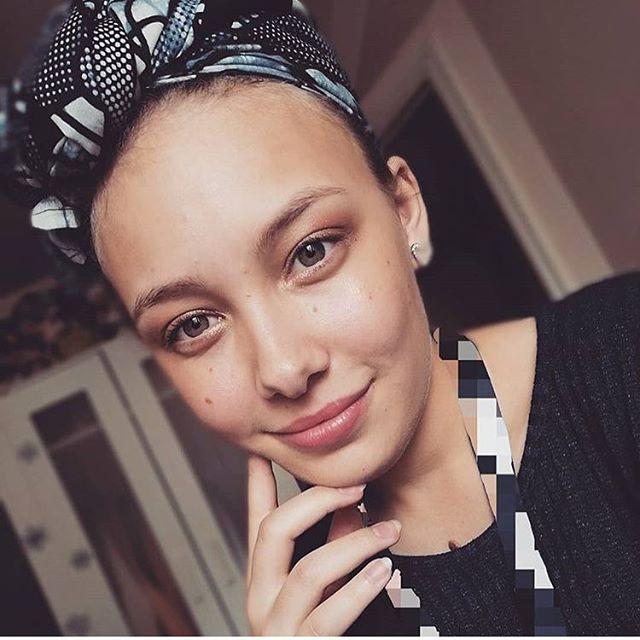 @curlyashlee in her Podor headwrap 😍