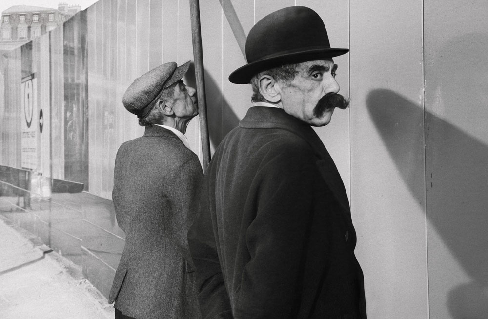 Copy of « Looking for the Masters in Ricardo's Golden Shoes #24 (Tribute to Henri CARTIER-BRESSON, Bruxelles, 1932) » by Catherine Balet