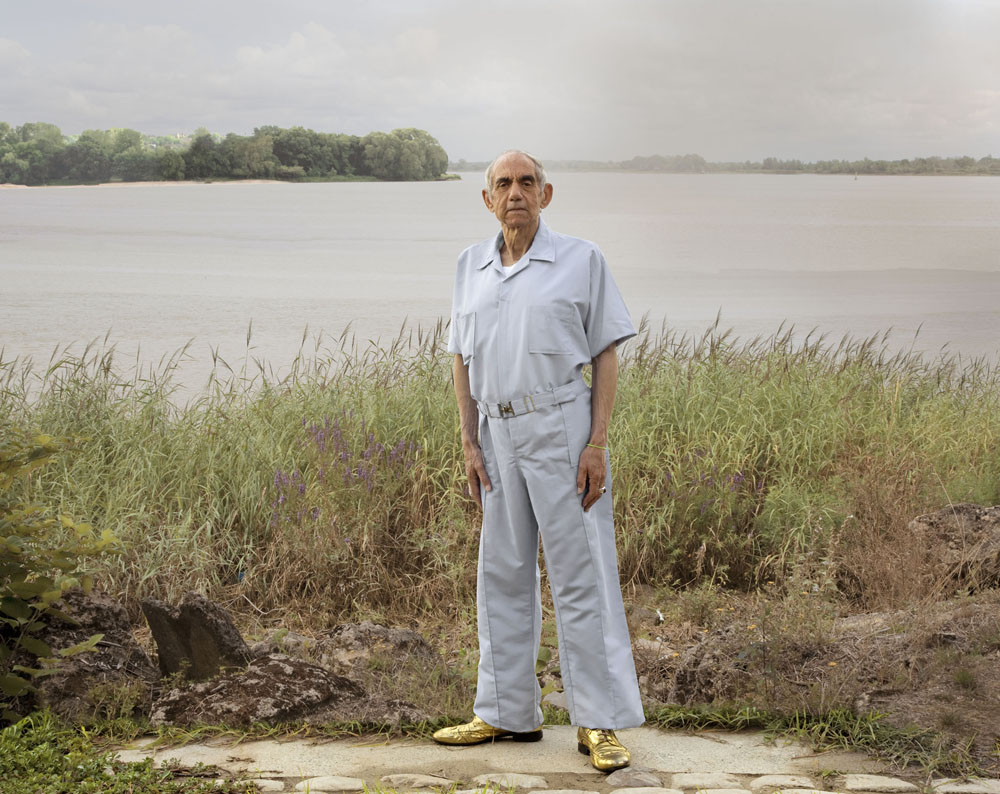 Copy of « Looking for the Masters in Ricardo's Golden Shoes #76 (Tribute to Joel STERNFELD, A Man on the Banks of the Mississippi, Baton Rouge, Louisiana, 1985) » by Catherine Balet