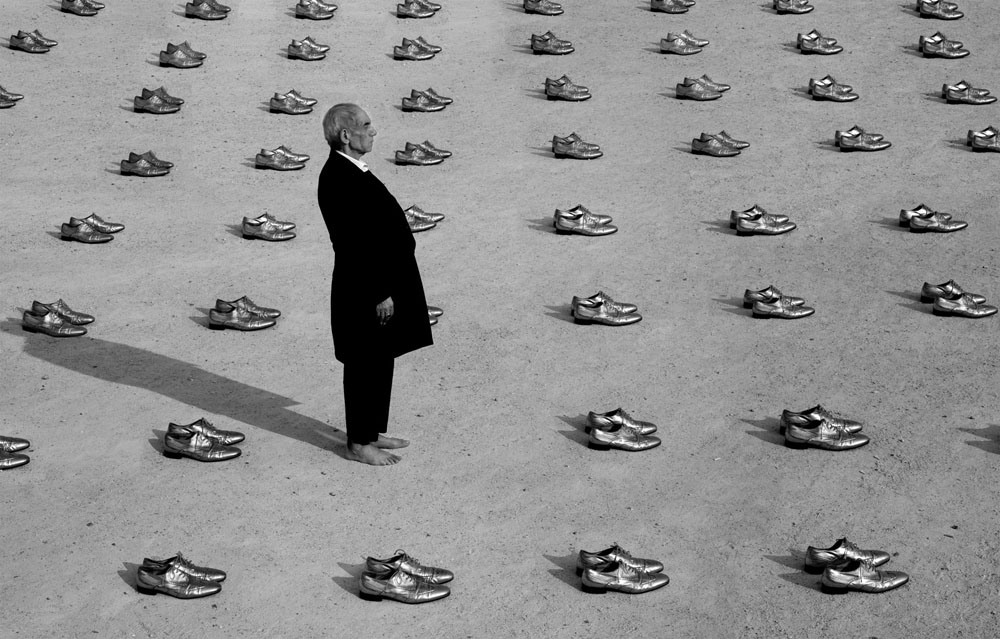Copy of « Looking for the Masters in Ricardo's Golden Shoes #94 (Tribute to Gilbert GARCIN, The witness, 2002) » by Catherine Balet