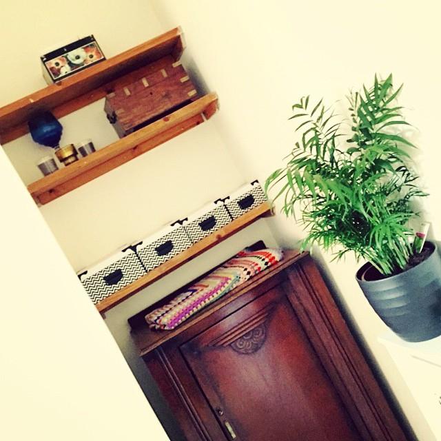 08b0b094df4ce62f-zig-zag-shelves-art-deco-cupboard-crochet-decor.jpg