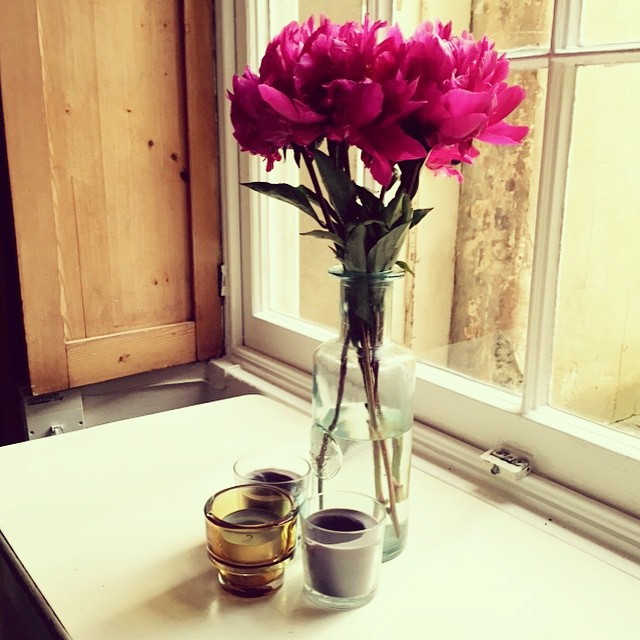 c28b3f6b74d7743e-peonies-vase-interior-decor-ikea-candles-pink.jpg