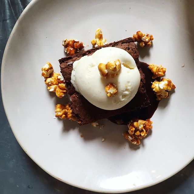 51013e20f712ce2b-cheltenham-jamies-italian-blog-chelt-eats-restaurants-dessert-brownie-popcorn.jpg