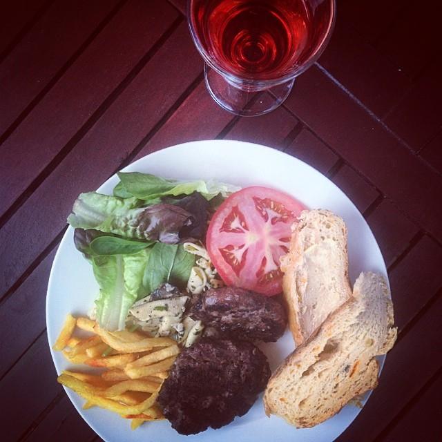66a766ec47c526b0-bbq-burgers-tomatoes-beef-wine-cheltenham.jpg