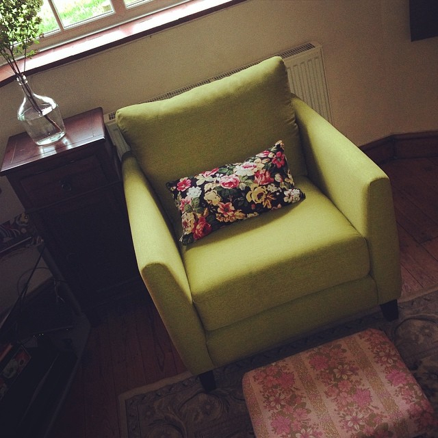 effcb01fbc2bb5c1-green-retro-floral-chair.jpg