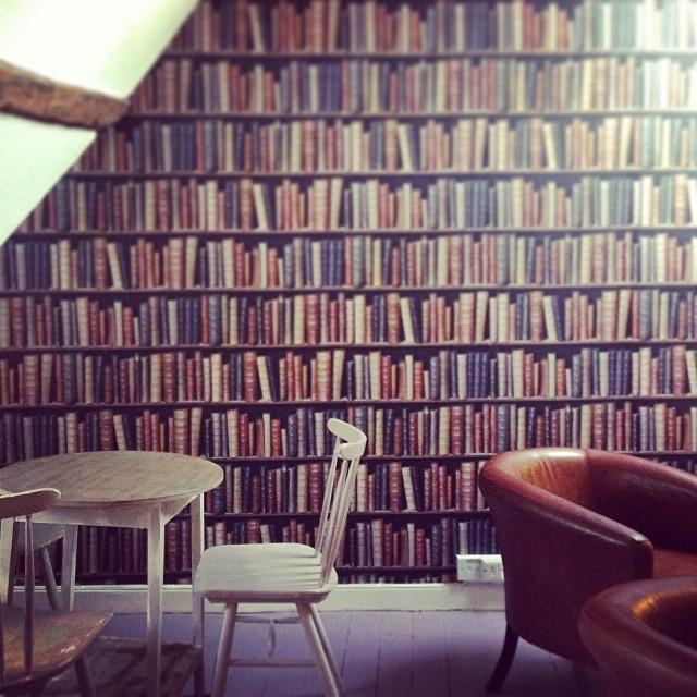 932db3fa1d13fbd1-stowonthewold-broadwell-cotswolds-coffeehouse-coffeeco-british-bookshelf-wallpaper.jpg