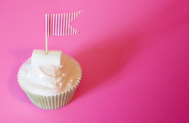 24912d377d52275e-pinkflagmarshmallowcupcakes.jpg