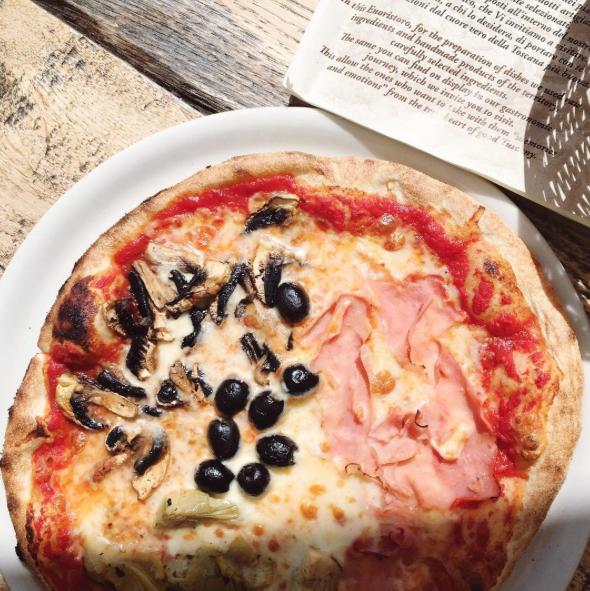 tuscany-italy-castelvecchi-chianti-hotel-san-gianamo-pizza.png