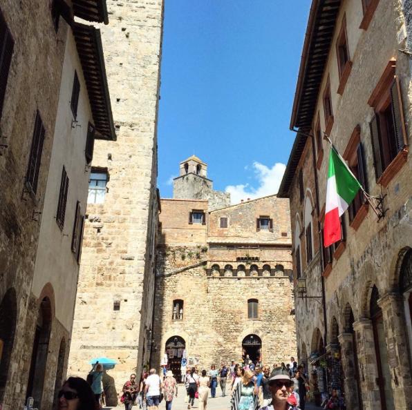 tuscany-italy-castelvecchi-chianti-hotel-san-gianamo-street.png