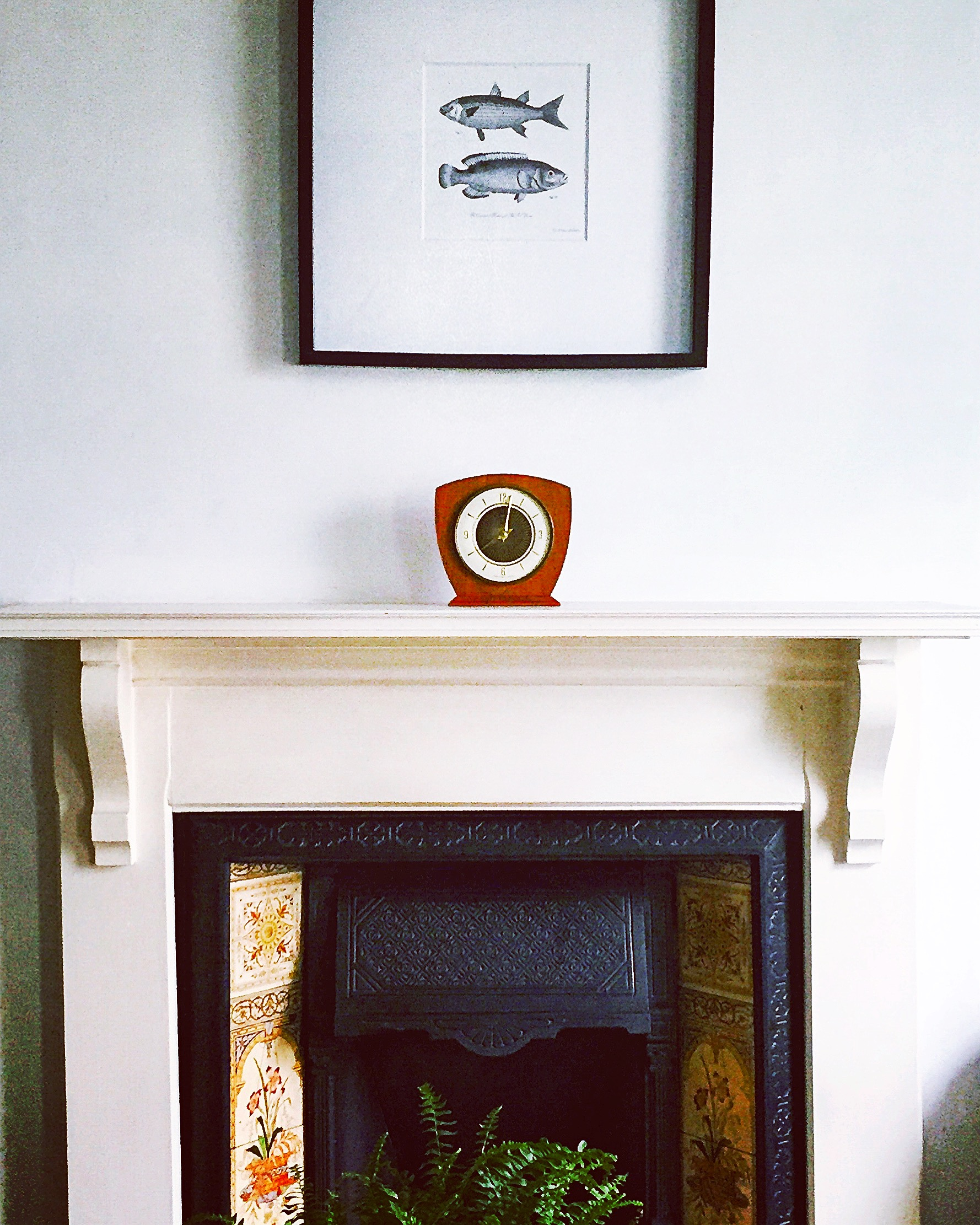 the-ink-closet-home-blog-ikea-retro-clock-mantlepiece.jpeg