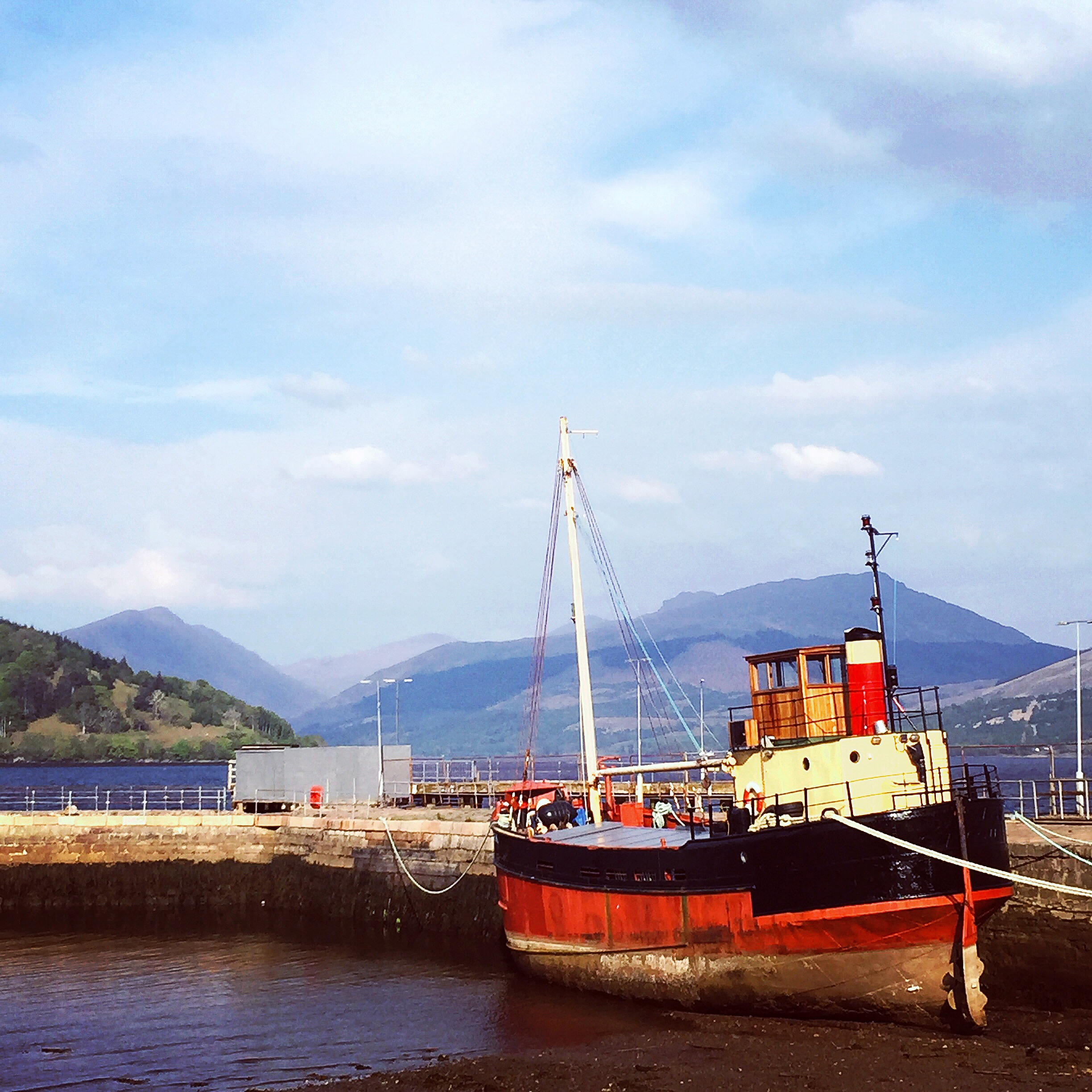 scotland-inveraray-boat.JPG
