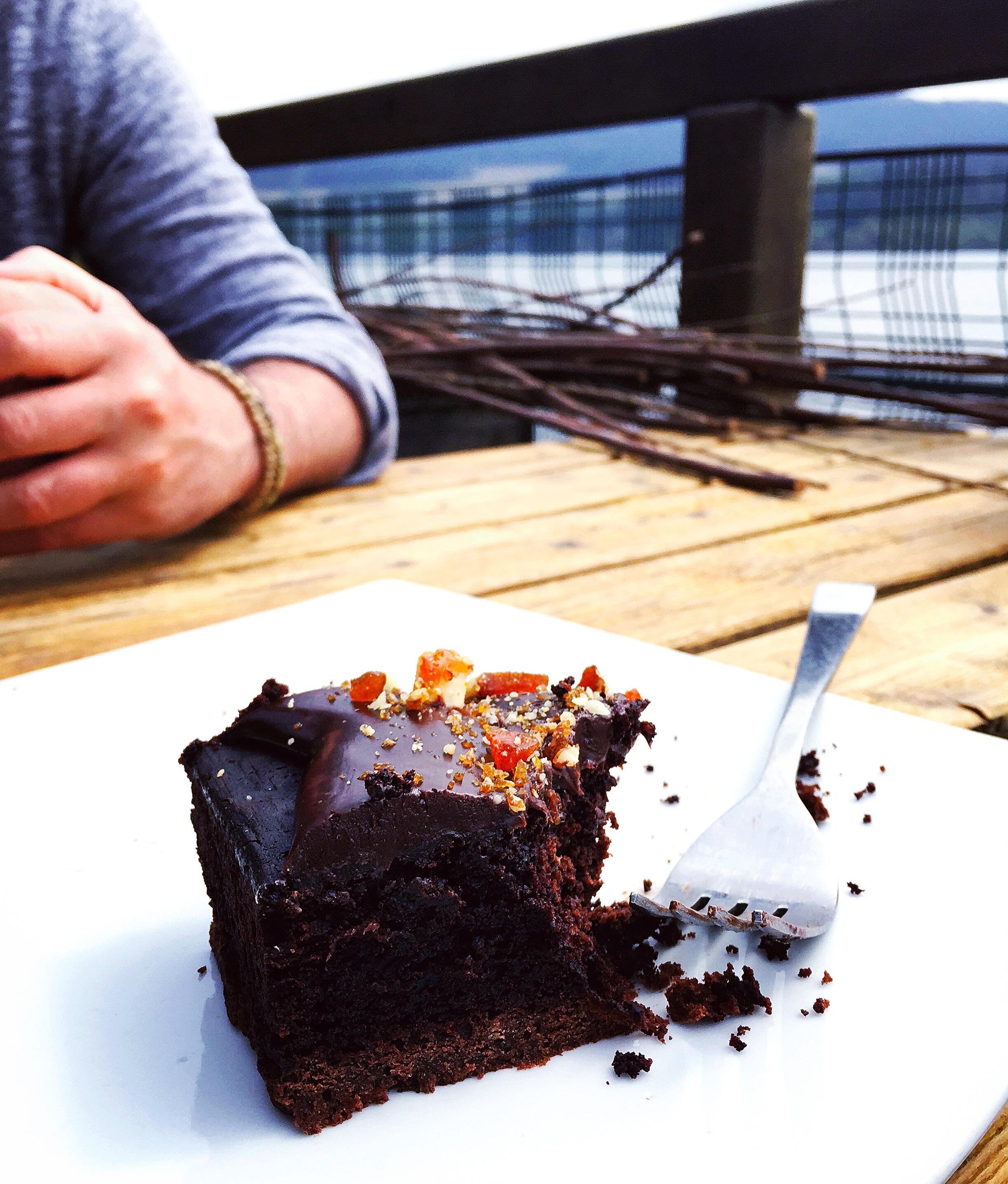vechnar-lochside-restaurant-cake.JPG
