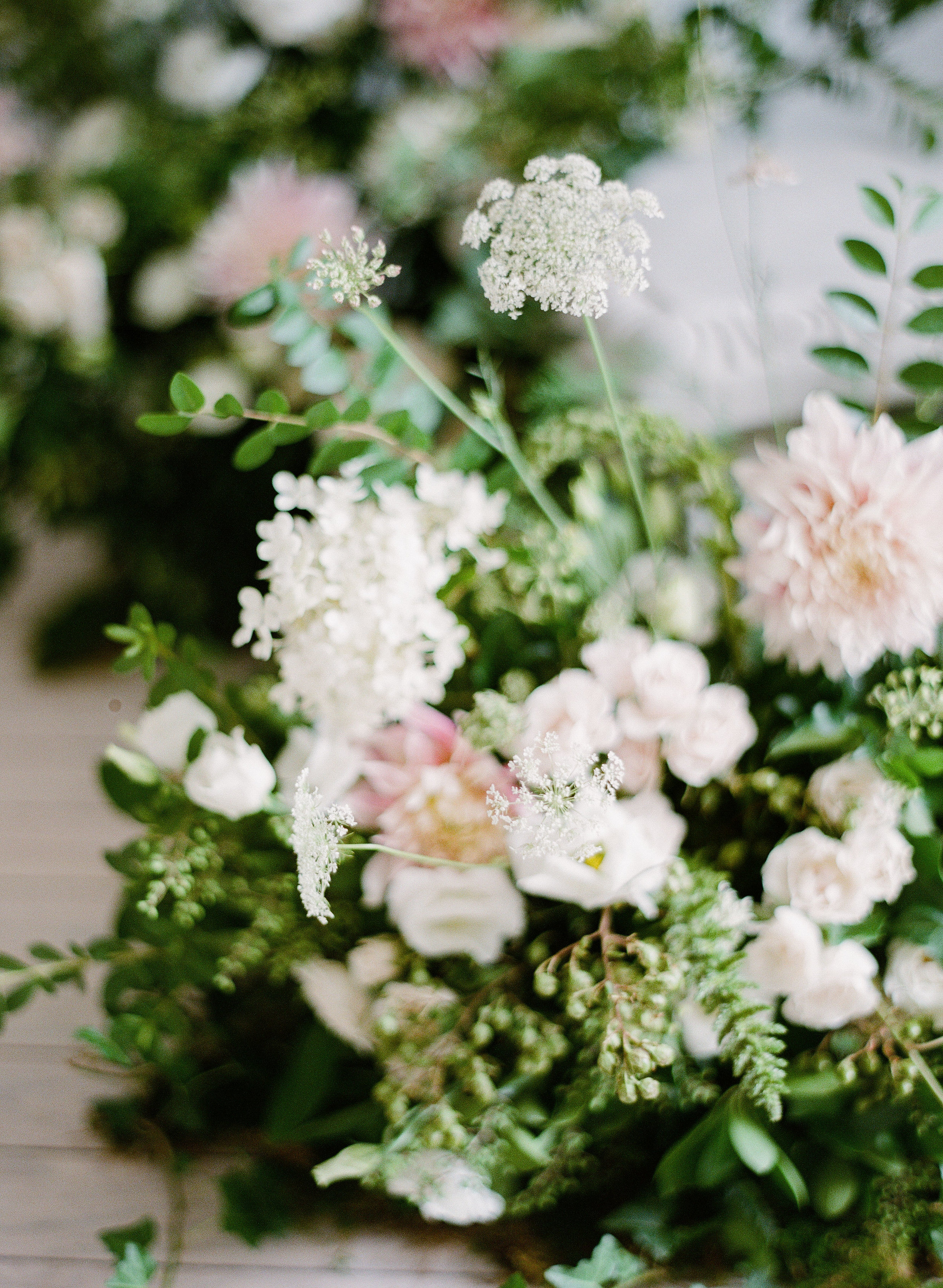 our style is honest and of the earth. - We source our flowers and greenery with a discerning eye, so that every stem is intentional. Seasonally curated, creations in May will not resemble those in September—we love that about our work.